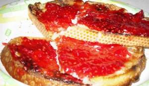 Yummy raspberry jam on my morning toast